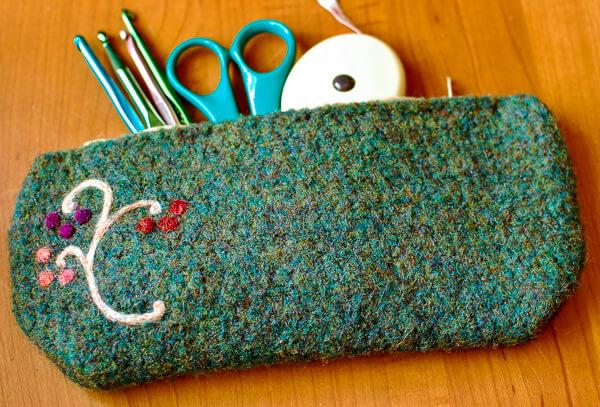 Felted Crochet Case Pattern | www.petalstopicots.com