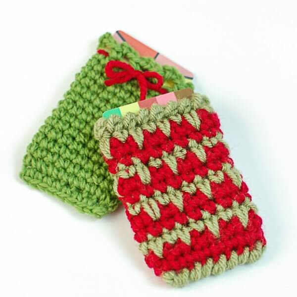 Holiday Gift Card Holder Crochet Patterns | www.petalstopicots.com | #crochet #giftcardholder #Christmas #holiday