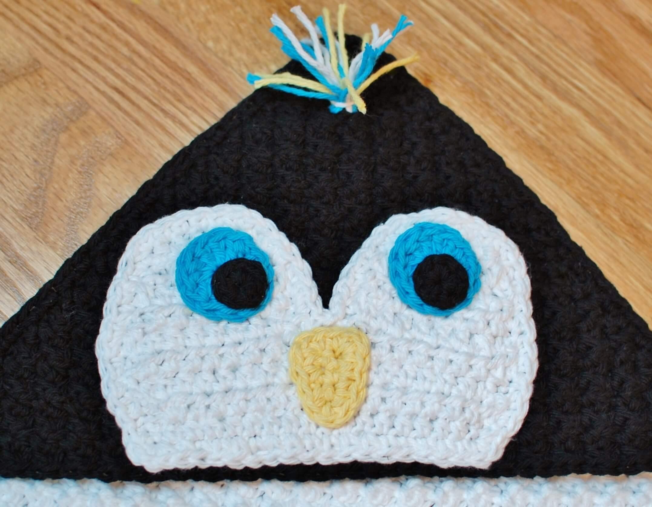 Free Crochet Pattern For Penguin Hat : Penguin Applique - Petals to Picots