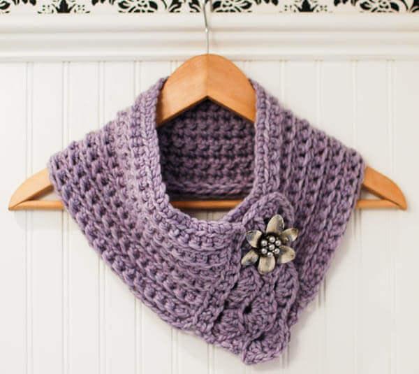 Knit Scarflette Pattern Free : Pretty Scarflette / Cowl Crochet Pattern - Petals to Picots