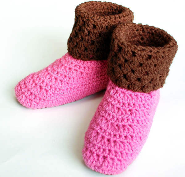 Free Crochet Pattern Easy Slippers : Ladies Booties Crochet Slippers Petals to Picots