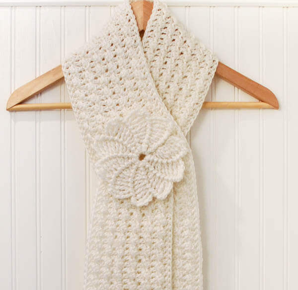 Crochet Pattern Keyhole Scarf : Keyhole Scarf with Spiral Flower - Petals to Picots