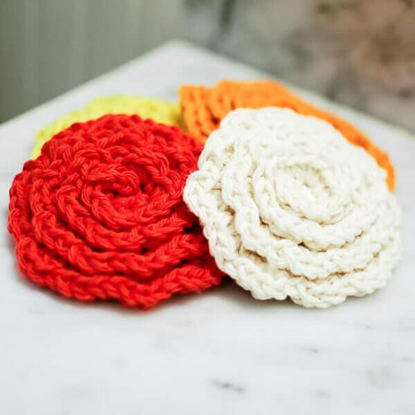 Crochet Flower Face Cleansing Pads Pattern |  www.petalstopicots.com