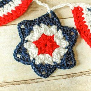 Star Crochet Pattern | www.petalstopicots.com
