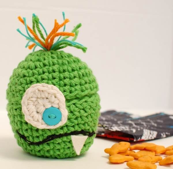 Monster Apple Crochet Cozy | www.petalstopicots.com | #crochet