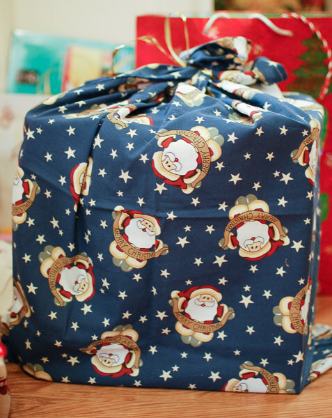 How to Make Fabric Gift Bags | www.petalstopicots.com | #sewing #giftbags #fabric #Christmas #holiday
