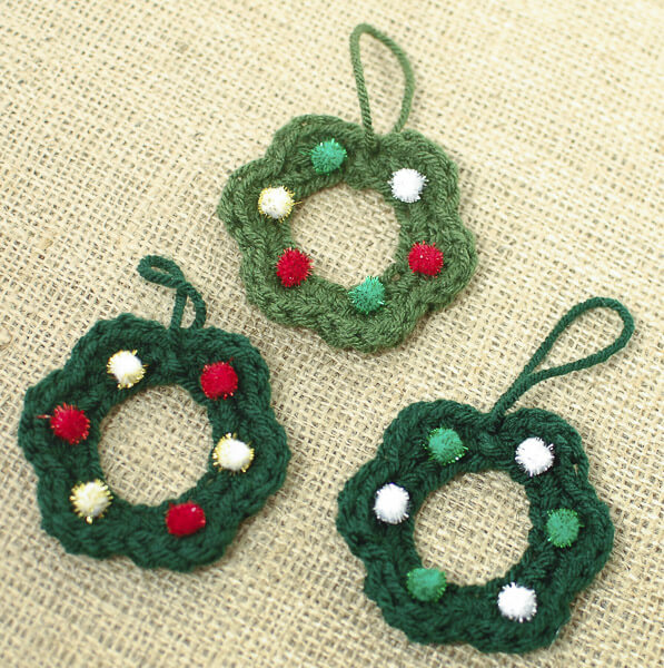 Free Crochet Patterns For Xmas Gifts : Wreath Crochet Pattern - Petals to Picots
