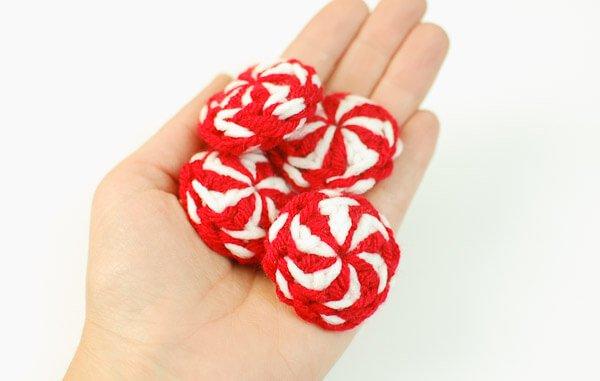 Peppermint Candies Christmas Crochet Pattern | www.petalstopicots.com