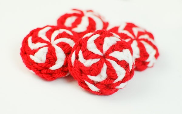 Peppermint Candy Christmas Crochet Pattern | www.petalstopicots.com