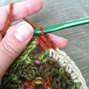 How to Seamlessly Change Colors in Crochet - Step 2 | www.petalstopicots.com