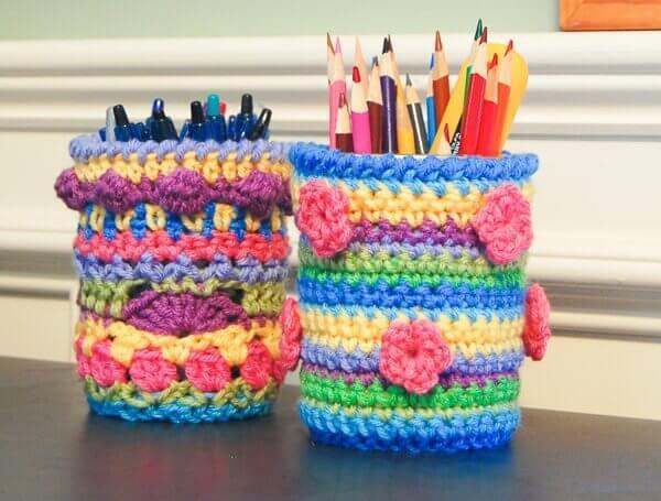 Crochet Mason Jar Cozy Pattern | www.petalstopicots.com | #crochet #masonjar #crafts #cozy #pattern