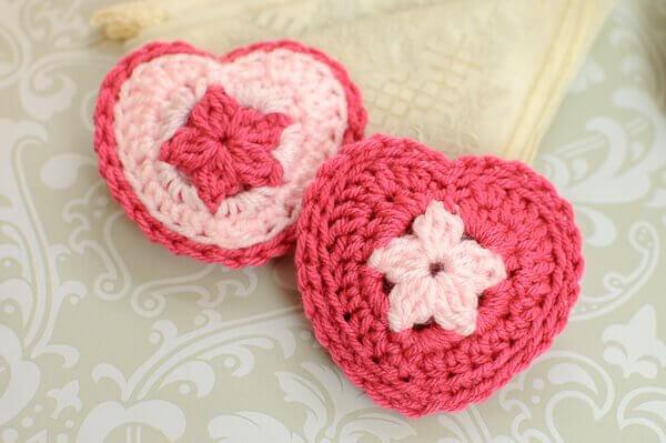 Crochet Heart Sachet Pattern | www.petalstopicots.com