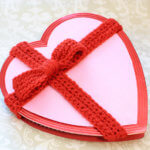 Crochet Bow Pattern to Decorate Valentine Box