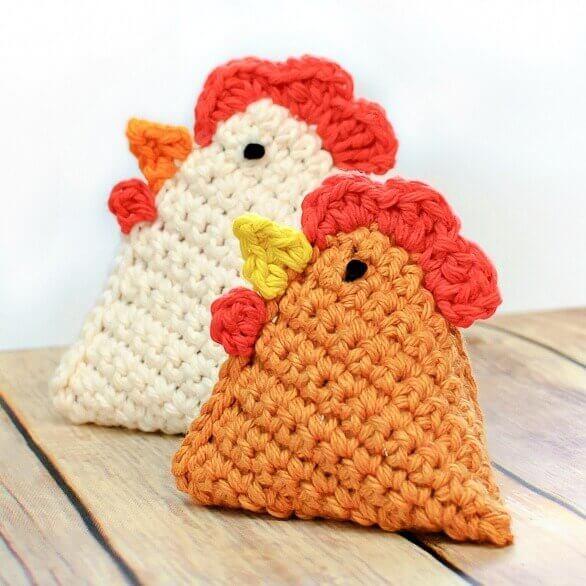 Crochet Chicken Pattern ... Little Chick Bean Bag Pattern | www.petalstopicots.com | #crochet #pattern #chick