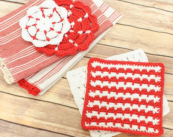 This cluster stitch crochet dishcloth pattern is a great way to learn a new stitch while making something pretty and functional!