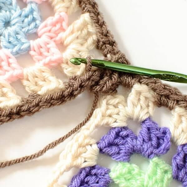 Crochet Tutorial Joining : Joining Granny Squares With the Join As You Go (JAYGO) Method - Petals ...