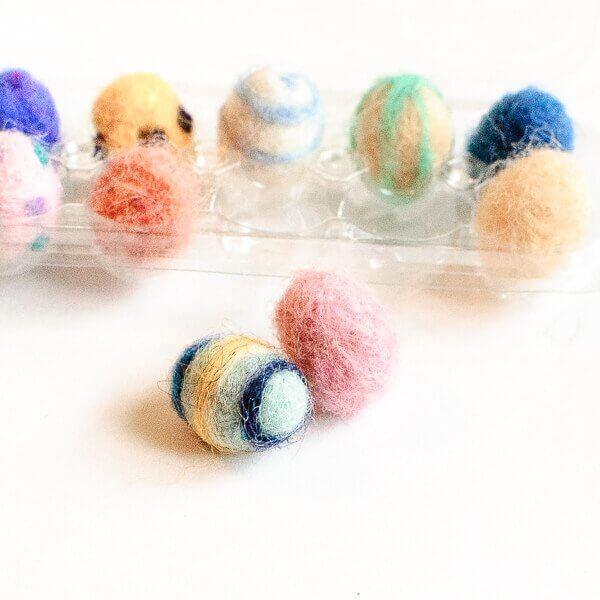Needle Felted Easter Eggs Tutorial}