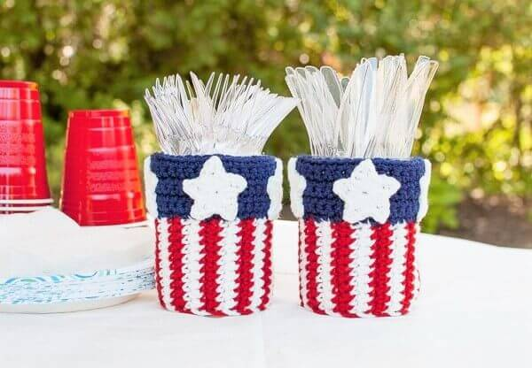 Patriotic Mason Jar Utensil Holder Crochet Pattern | www.petalstopicots.com