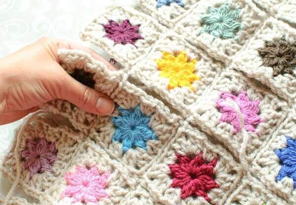 Crochet Patterns Joining Squares : How to Join Granny Squares ... Cluster Burst Afghan
