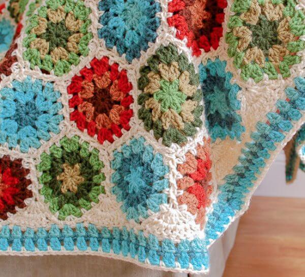 Granny Hexagon Crochet Edging Pattern | www.petalstopicots.com