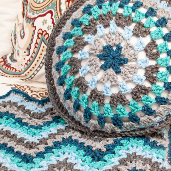 Crochet Stitches Round : ... yarn (1 skeins each) K hook 14 in. (36 cm) round pillow insert