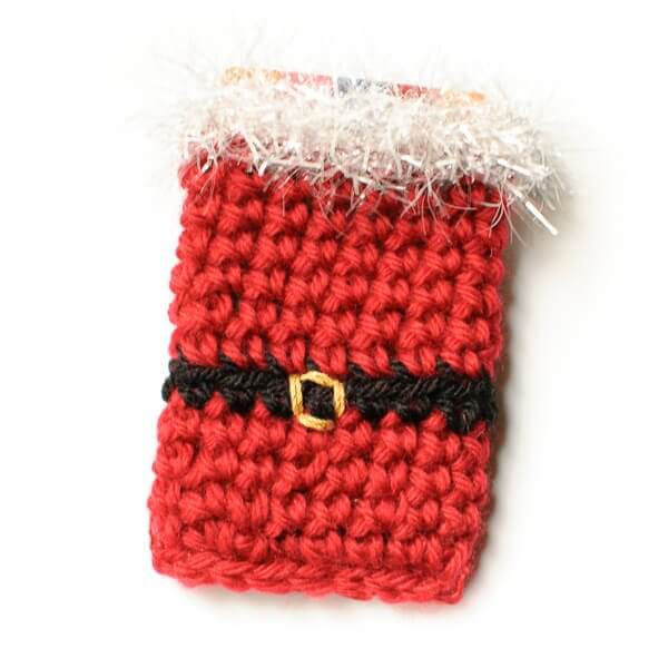 Who says gift cards can't be fun?! Especially if given in this cute crochet Santa holder! Free pattern too ... www.petalstopicots.com #crochet #Christmas #Santa #giftcardholder