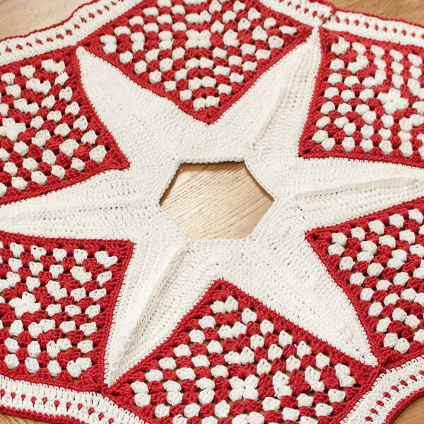Crochet Xmas Tree Skirt : Crochet Christmas Tree Skirt Pattern - Part 2: The Star - Petals to ...