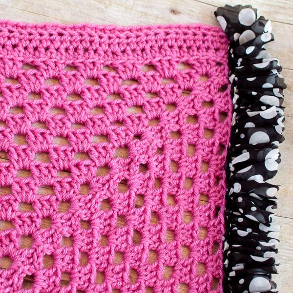 Ruffle Edged Crochet Baby Blanket Pattern | www.petalstopicots.com | #crochet #baby #blanket #afghan