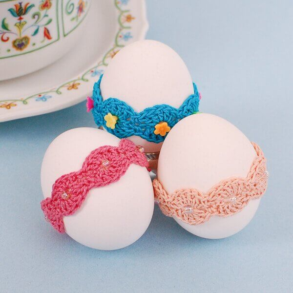 Crochet Easter Pattern ... Lace Wrap Egg Decor | www.petalstopicots.com | #crochet #Easter #egg #pattern