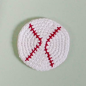 Crochet Baseball Cork Board Pattern | www.petalstopicots.com | #crochet #sports #baseballl #decor #pattern