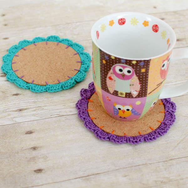 Flower Crochet Coasters Pattern | www.petalstopicots.com | #crochet #coasters #Spring #pattern