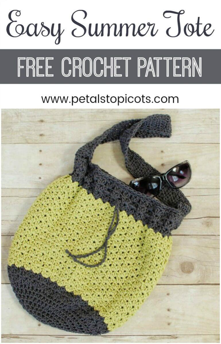 A casual and lightweight summer crochet bag pattern ... perfect for a day around the town or a trip to the beach! This pattern is worked in two colors of cotton yarn to make it lightweight yet durable. #petalstopicots