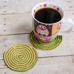 summer spiral crochet coasters (2 of 2)