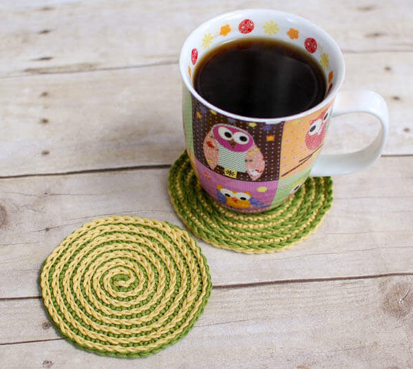 Summer Spiral Crochet Coasters Pattern | www.petalstopicots.com | #crochet #pattern #coasters #decor #home