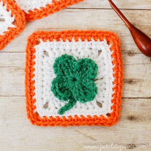 Crochet Clover Granny Square Pattern | www.petalstopicots.com