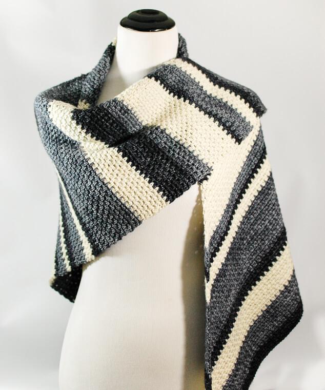 Ombre Shawl Crochet Pattern | www.petalstopicots.com