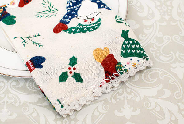Lace Trimmed Napkins Crochet Edging Pattern | www.petalstopicots.com | #crochet