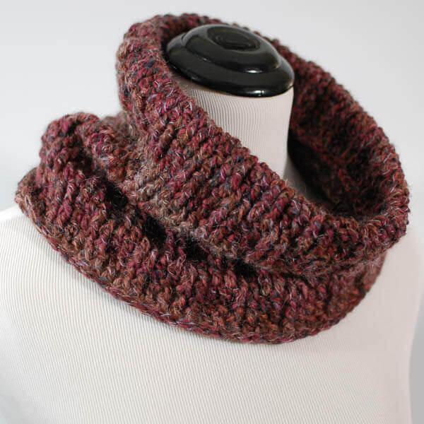 Post Stitch Cowl Crochet Pattern   www.petalstopicots.com
