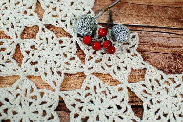 Snowflake Table Runner Crochet Pattern | www.petalstopicots.com | #crochet