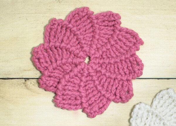 Swirl Flower Crochet Pattern | www.petalstopicots.com | #crochet