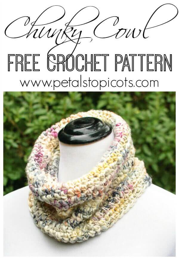 A chunky crochet cowl pattern that is perfect for all crochet levels … no fancy stitches needed!