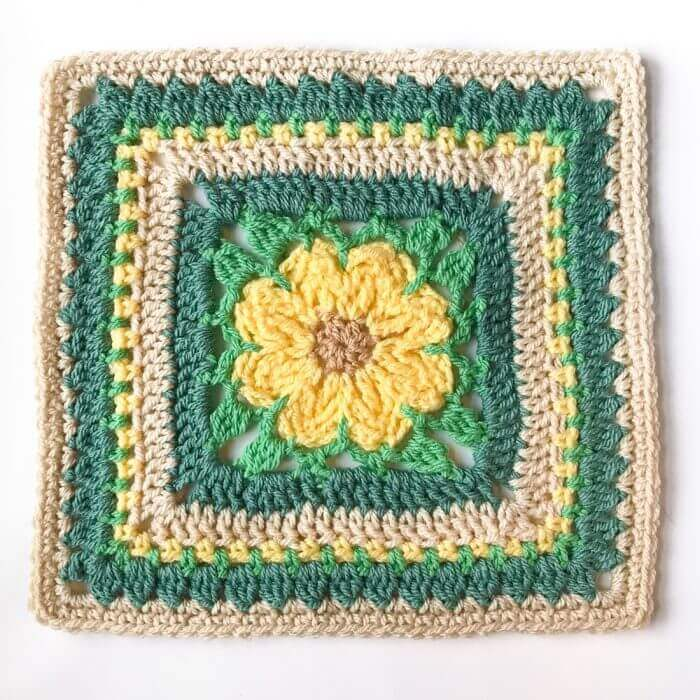 Daisy Afghan Square Crochet Pattern | www.petalstopicots.com