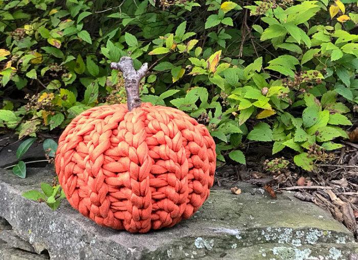 Rustic Crochet Pumpkin Made With T-Shirt Yarn | wwww.petalstopicots.com