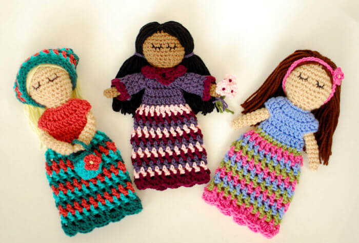 Stitch up these crochet dolls yourself or someone special ... free crochet patterns.