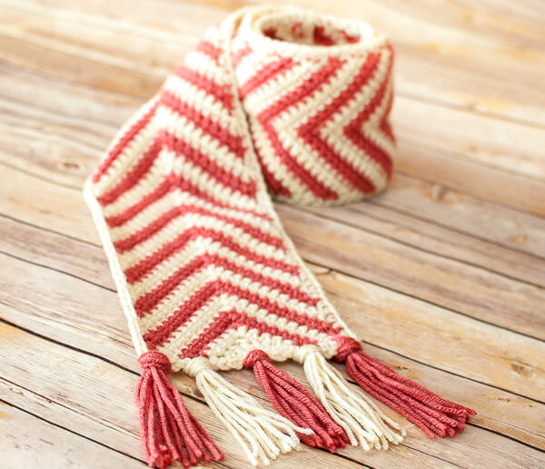 This chevron crochet scarf pattern is perfect for everyone on your list ... a perfect unisex scarf pattern that is also great for all ages!